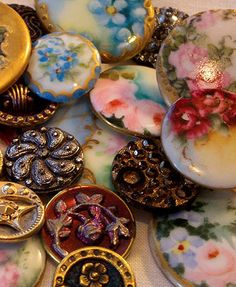 Pile o buttons for banner photo. includes hand painted porcelain/china, brass & metal picture buttons, black glass, and mother-of-pearl. Button Art, Button Crafts, Sewing A Button, Sewing Notions, Vintage Buttons, Fancy Buttons, Vintage Sewing, Vintage Antiques, Hand Painted