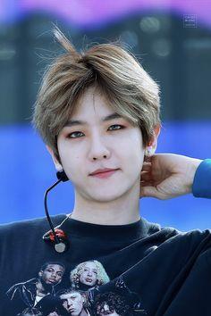 yes byun baekhyun yes Baekhyun Chanyeol, Park Chanyeol, Baekhyun Fanart, Kris Wu, Luhan And Kris, Kai, Baekhyun Wallpaper, Exo Concert, Exo Lockscreen
