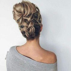 Sick of the same old graduated layers? Here, the modern hairstyles for long hair that [& The post Sick of the same old graduated layers? Here, the modern hairstyles for long hair& appeared first on Trending Hair styles. Modern Hairstyles, Pretty Hairstyles, Wedding Hairstyles, Holiday Hairstyles, Wedding Updo, Hairstyle Ideas, Updo Hairstyle, Easy Hairstyles, Medium Hairstyles