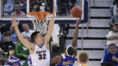 Gonzaga& freshman Zach Collins is one of the most efficient players for the Bulldogs. Basketball Leagues, Basketball Games, College Basketball, Beard Suit, Gonzaga Basketball, Final Four, March Madness, Nba Players, Big Men