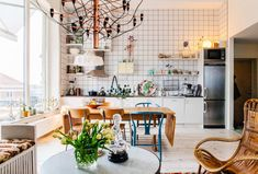 Smart Small Spaces: The One Wall Kitchen Layout One Wall Kitchen, Kitchen Layout, Kitchen Dining, Home Interior, Kitchen Interior, Interior Design, Stil Inspiration, Gravity Home, Cool Apartments