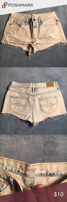 *EARLY SPRING CLEANING* High waisted shorts High waisted light wash, size zero. Perfect for festivals, parties, and beach trips! Easy to put on/slip off but definitely on the shorter side. Abercrombie & Fitch Shorts Jean Shorts