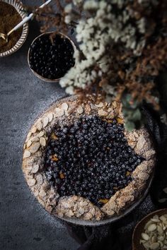 Čučoriedková galetka - The Story of a Cake Blueberry Galette, Black Food, Dessert Recipes, Desserts, Different Recipes, Smoothie, Delish, Buffet, Sweet Tooth