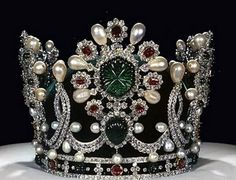 Tiara (and a really huge one!) worn by Empress Farah Diba of Iran, created by Van Cleef & Arpels