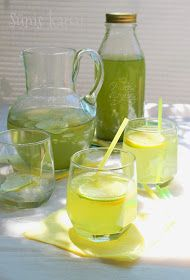 Most először van saját mentám, szerencsére erőre kapott hamar, ahogy cserépbe ültettem hetekkel ezelőtt. Most hajt vi... Limoncello, Summer Recipes, Smoothies, Mason Jars, Food And Drink, Lime, Cocktails, Ice Cream, Mugs