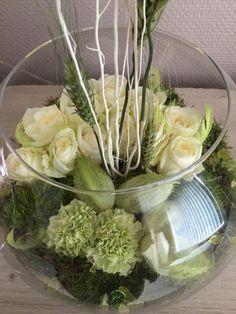 bloemstuk met groene en witte tinten , nu thema pasen