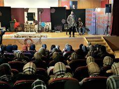 """Ümraniye Anadolu İmam Hatip Lisesi öğrencileri, Kültür-Sanat Okulda Başlar programında """"Kayık Dünya"""" adlı tiyatro oyununu izledi."""