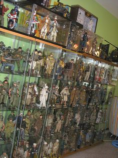 A collection of 1/6 scale action figures Gi Joe, Retro Toys, Vintage Toys, Toy Display, Display Cases, Action Figure Display Case, Kids Toys For Boys, Military Action Figures, Arte Tribal