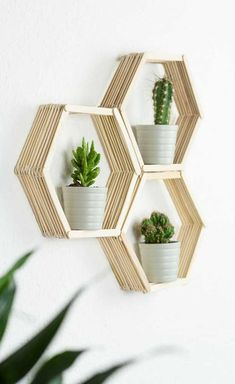 DIY Wandregal in Wabenform basteln – tolle, günstige DIY Zimmer Deko Idee aus E… Sponsored Sponsored DIY wall shelf in honeycomb shape – great, cheap DIY room decoration idea from ice sticks. With this shelf, you can put all your… Continue Reading → Diy Tumblr, Diy Home Crafts, Craft Stick Crafts, Popsicle Crafts, Diy Crafts For Bedroom, Jute Crafts, Diy Simple, Easy Diy, Mur Diy