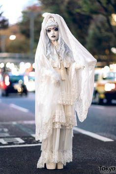 Japanese Shironuri Artist Minori on the Street in Harajuku – Tokyo Fashion News Tokyo Fashion, Harajuku Fashion, Fashion News, Mother Daughter Fashion, Vintage Red Dress, Angel Aesthetic, Amazing Street Art, Recycled Fashion, Cute Costumes