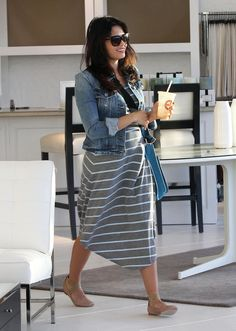Exclusive… Pregnant Jenna Dewan Shops For New Furniture Love the outfit, not a fan of the ballet flats Stylish Maternity, Maternity Fashion, Maternity Dresses, Maternity Style, Pregnancy Looks, Pregnancy Outfits, Pregnancy Style, Vegan Pregnancy, Pregnancy Fashion