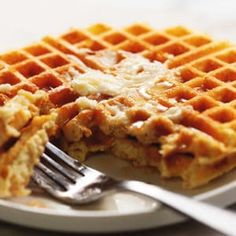 Protein Waffles – Only 4 Ingredients! These actually crispy low carb and keto waffles are packed with protein. Use your favorite whey protein powder, eggs, water, and baking powder to make these delicious and healthy protein waffles. Whey Protein Recipes, Whey Protein Pancakes, Low Carb Waffles, Healthy Protein Snacks, Protein Powder Recipes, Protein Foods, Healthy Waffles, Healthy Sweets, Keto Waffle