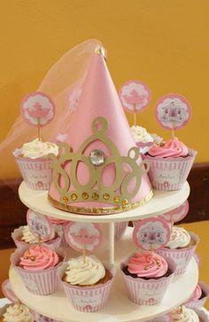 Pretty cupcake display at a Princess birthday party! See more party ideas at… Princess Theme Party, Disney Princess Party, Princess Birthday, Girl Birthday, Princess Cupcakes, Princess Hat, Princess Sophia, Princess Room, Princesse Party
