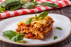 Lasagna with real Bolognese, Crock Pot Recipes, Classic Lasagna Recipe, Healthy Lasagna, Super Rapido, Recipe Generator, Parmesan Pasta, Cooking For Two, Meat Sauce, Food And Drink