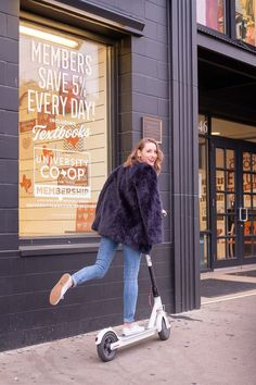 scootering on the drag in Austin; navy blue faux fur coat over an oxford shirt with skinny and sneakers Classic Fashion, Classic Outfits, Timeless Fashion, Keds Sneakers, Cute Sneakers, Keds Shoes, Champion Sneakers, Keds Champion, Blue Fur Coat