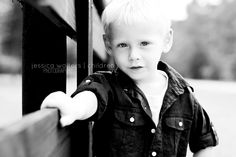 little boy poses Little Boy Poses, Cute Little Boys, Cute Kids, Baby Photography Poses, Children Photography, Family Photography, Guy Poses, Male Poses, Photo Kids