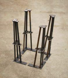 Table industrielle Leg-16 hauteur - 1/2 barres darmature hauteur 16 fonctionne bien pour les tables basses, bancs, tables de bout, etc.. Pieds de table sont construits à laide de ½ barres darmature et des tôles dacier de différentes tailles. Tous les composants sont la main coupée et en forme à laide de différentes techniques pour travailler le métal. Ces composants sont ensuite disposées dans les gabarits sur mesure et soudées ensemble pour former les jambes finis. Jambes sont prix comme...