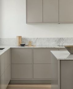 Nordisk rammekjøkken — Nordiska Kök Nordic Kitchen, Home Decor Kitchen, Rustic Kitchen, Interior Design Kitchen, Interior Decorating, Beige Kitchen, Interior Office, Interior Modern, Kitchen Ideas