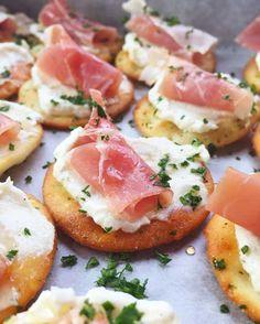 Ricotta and Prosciutto Crackers