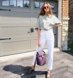 Interesting cuts like this t-shirt that can be made flattering by tucking into pants or fitted skirt. I like both the pant cut and shirt here. Denim Fashion, Look Fashion, Fashion Outfits, Womens Fashion, Spring Summer Fashion, Spring Outfits, Trendy Outfits, Outfit Summer, Valeria Lipovetsky