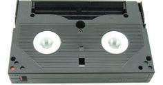 Como usar uma câmera de vídeo como placa de captura. Placas de captura de vídeo convertem fontes de vídeo analógicas para o formato digital. O vídeo precisa estar em formato digital para que os computadores o processem como dados. Uma vez digitalizado, o vídeo pode ser editado, manipulado de outras maneiras (como adição de títulos) ou armazenado em um disco rígido. Placas de captura tendem a ser ...