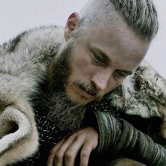 Travis Fimmel screenshot from Vikings