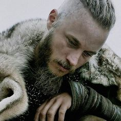 Travis Fimmel screenshot from Vikings