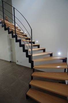 "Photo ""Escalier, spots LED allumés :)"" - Escalier"