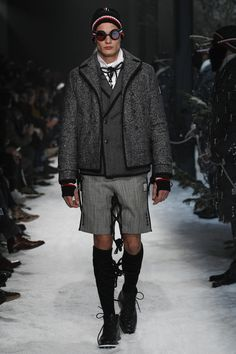 See the complete Moncler Gamme Bleu Fall 2017 Menswear collection.