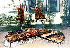"""No dejes de visitar las tipicas """"parrilas"""" para deleitarte con el clásico """"bife"""" o con un buen """"asado argentino"""" este ultimo es, inclusive, el plato preferido de todo argentino por el sabor de la carne y la reunión que este """"plato tipico"""" implica."""