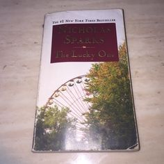 The lucky one by Nicholas Sparks Book New York best seller Other