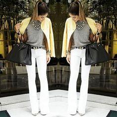 O jeans branco parece muito mais chique do que uma simples calça.   16 looks que vão te deixar mais segura em uma entrevista de emprego