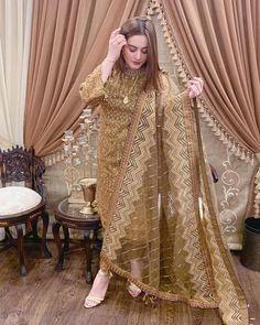 Top 10 Asian Celebrities Who Dress Up Modestly Beautiful Pakistani Dresses, Pakistani Formal Dresses, Pakistani Dress Design, Beautiful Dresses, Beautiful Suit, Stylish Dress Designs, Designs For Dresses, Stylish Dresses, Simple Dresses
