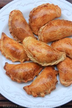 How to make empanadas dough for baking. Easy recipe with step-by-step photos and video for homemade empanada dough. Empanadas Recipe Dough, Baked Empanadas, Empanada Dough, Easy Baking Recipes, Cooking Recipes, Beef Recipes, Mexican Food Recipes, Recipies, Apfel Snacks