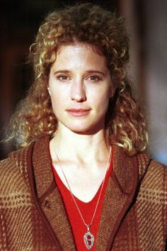 Nancy Travis as Professor Joyce Reardon in Stephen King's 'Rose Red'. Nancy Travis, Harry And Hermione, Feature Article, Last Man Standing, Boys Who, Most Beautiful Women, American Actress, Actors & Actresses, Famous People