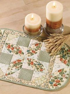 Cute free pattern for this placemat.  I think I'd cheat and applique the 1/4 circles.