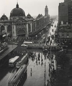 Exhibition: 'Impressions of Melbourne' at the Monash Gallery of Art, Melbourne. http://artblart.com/2015/09/12/exhibition-impressions-of-paris-and-impressions-of-melbourne-at-mga-melbourne/ Photo: Max Dupain (Australia 1911-92) 'Melbourne with rain' 1946