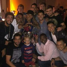 Neymar and friends Fc Barcelona, Neymar Pic, Daddy And Son, Football, Paris, Champions, My Hero, Jokes, Celebrities