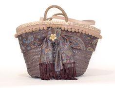 Capazo . Cuqui Miluki Art N Craft, Ibiza, Fashion Bags, Bucket Bag, Straw Bag, Basket, Purses, Lady, Crafts