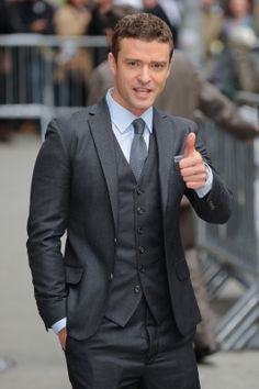 Ok.. not posting this as a JT fan here... but a fan of the suit!  Gentlemen.. bring back the 3 piece suit.  PLEASE!