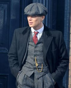 Cillian Murphy looking impossibly handsome in Peaky Blinders. The most exciting … Cillian Murphy looking impossibly handsome in Peaky Blinders. The most exciting character on tv in a long, long time. Peaky Blinders Suit, Peaky Blinders Thomas, Cillian Murphy Peaky Blinders, Sharp Dressed Man, Well Dressed, Peaky Blinders Characters, Retro Mode, Boardwalk Empire, Look Cool