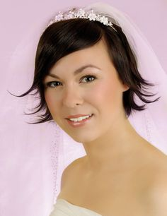 Another hair style which is very popular for short wedding hair styles is short curly bridal hair. If you want that you should give a playful look then you Fine Hair Updo, Curly Bridal Hair, Wedding Hairstyles Thin Hair, Short Hair Updo, Short Wedding Hair, Curly Hair Styles, Wedding Veil, Dream Wedding, Haircuts For Fine Hair