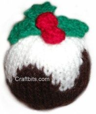 This is simple plum pudding pattern for Christmas that is a great hit with decorations. Knitted Christmas Decorations, Knit Christmas Ornaments, Christmas Stockings, Christmas Crafts, Christmas Ideas, Christmas Stuff, Christmas 2019, Merry Christmas, Christmas Knitting Patterns