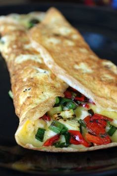 Vegetable Omelet:  2 cepe verzi; 3-4 fasii ardei rosu; 4-5 felii de dovlecel; 2 oua; 1 triunghi branza topita; sare; piper