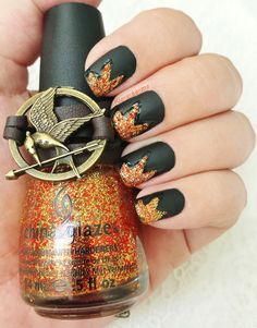 The hunger games 209206345166137871 - The Hunger Games Challenge District 5 : Power China Glaze – Electrify China Glaze – Liquid Leather Biguine – Matt top coat Source by klostome Hunger Games Nails, Hunger Games Party, Hunger Games Memes, Hunger Games Fandom, Hunger Games Trilogy, Fancy Nails, Diy Nails, Cute Nails, Pretty Nails