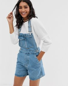 Find the best selection of ASOS DESIGN denim short overall romper in lightwash blue. Shop today with free delivery and returns (Ts&Cs apply) with ASOS! Dungarees Outfits, Jumper Outfit, Denim Outfit, Denim Shorts, Overalls Fashion, Style Salopette, Salopette Short, Asos, Blue Fashion