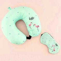 Neck Pillow Travel, Kawaii Shop, Travel Set, Quilted Pillow, Pink Flamingos, Toys For Girls, Pillow Design, Diy Pillows, Pillow Ideas