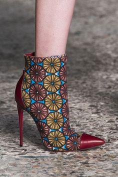 [CRAFT+DESIGN] Inspired by Africa... Stella Jean Fall 2014 Retrouvez toutes les sélections Best-Of de CéWax sur le blog:https://cewax.wordpress.com/  Chaussure ethnique tissus africains, Ankara, african fashion prints pattern fabrics, wax, superwax, kente, kitenge, kanga, bogolan, pagne, mud cloth, woodin…