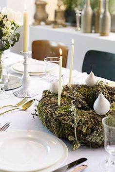 Christmas Table Ideas - Wreath & Mirrors (houseandgarden.co.uk)