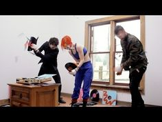 Paramore: Most Vinyl Records Broken By 3 People In 1 Minute - YouTube
